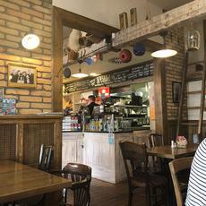 Á table! Boulangerie-Patisserie - Arany János utca (Forrás: tripadvisor.co.hu)