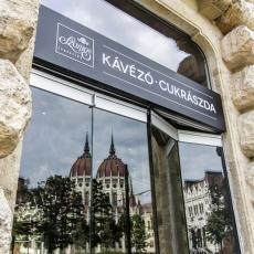 Szamos Kávézó és Csokoládémúzeum - Kossuth Lajos tér (Fotó: epiteszforum.hu)
