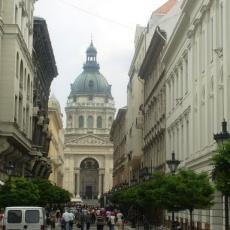 Az utca végén a Szent István-bazilika (Fotó: t.mam)