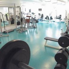 az edzőterem belső kialakítása nőt-férfi edzésre is alkalmas