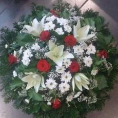 Kegyelti koszorú vörös rózsából és fehér liliomból