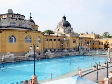 Újra megnyitottak a budapesti fürdők, így változtak a látogatási szabályok!