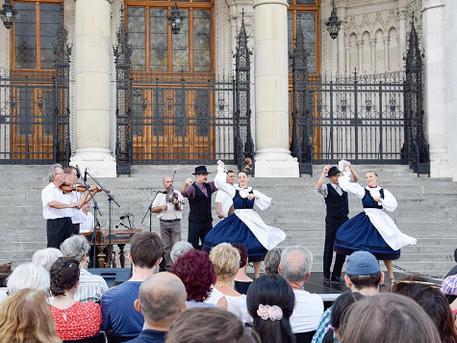 Tér-Zene a Kossuth téren - Duna Táncműhely
