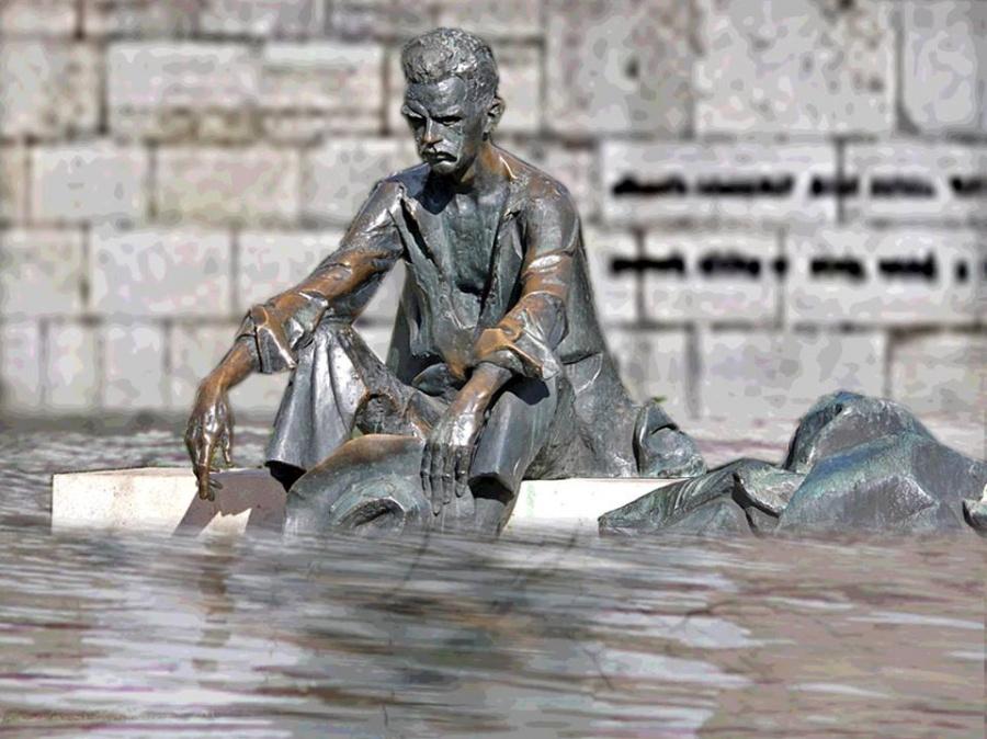 """Képtalálat a következőre: """"józsef attila szobra vízben ázik"""""""