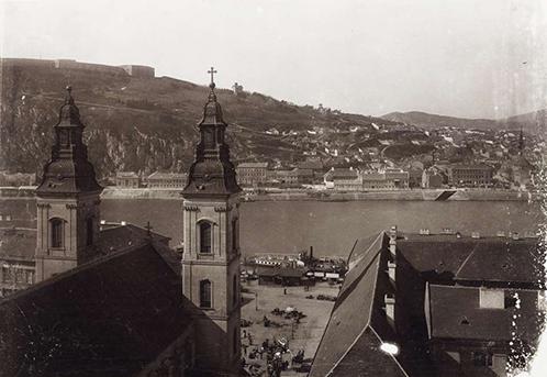 kilátás a a régi Városháza tornyából, előtérben a Belvárosi templom, 1890, BFL